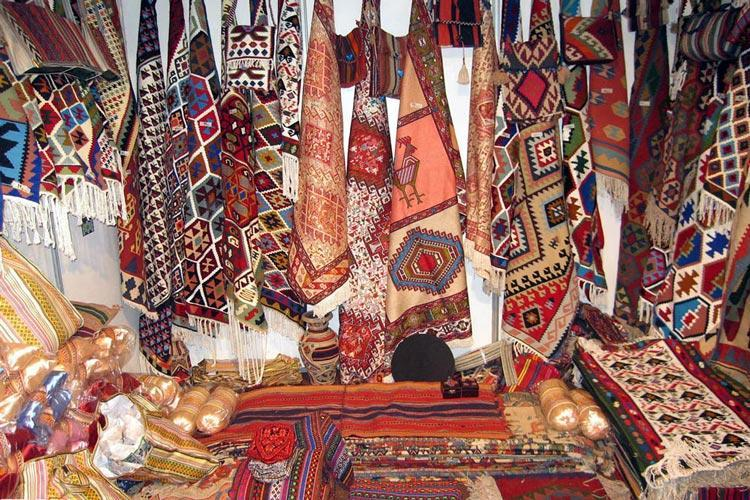 نمایشگاه صنایع دستی در مشهد برگزار می شود