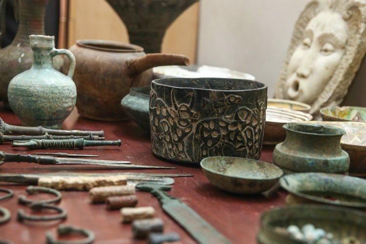 کشف اشیاء عتیقه دوران قبل از اسلام از سه قاچاقچی آثار باستانی